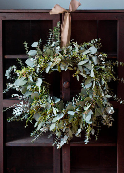 Make a long lasting eucalyptus holiday wreath for How to make christmas door wreaths