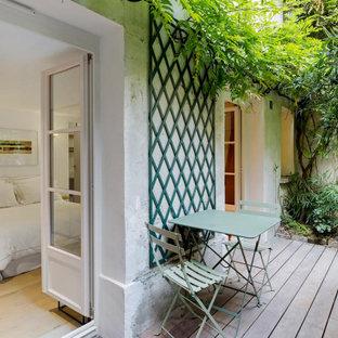 Immagine di un patio o portico design di medie dimensioni e dietro casa con pedane