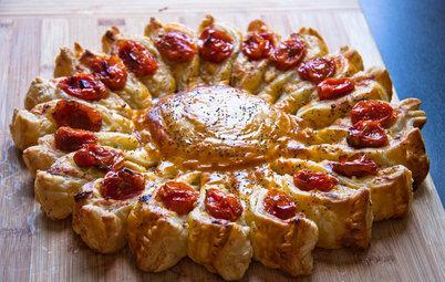 DIY: Пирог-солнце из слоеного теста, сыра и овощей