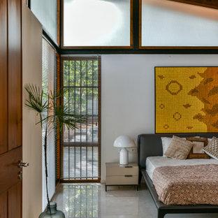 ムンバイのトロピカルスタイルのおしゃれな寝室のインテリア