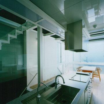 ガラス階段の家 キッチン