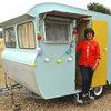 Kig ind! Gamle campingvogne fyldt med fantastiske retro-overraskelser