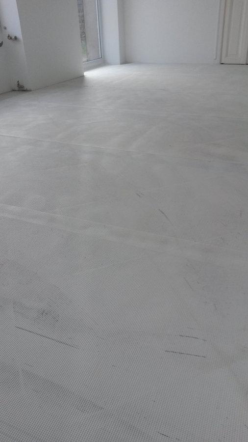 Application béton ciré MORTEX sur ancien carrelage - POSE TOILE FIBREE