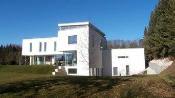 Modernes Wohnhaus mit Garten