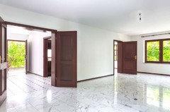 Häufig Wohnzimmer mit Carrara-Marmor: Rausreißen und Parkett legen? JP31