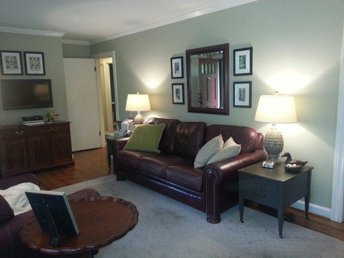 Mixing leather colors in small living room?