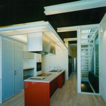 ガラス階段の家 リビングからキッチン