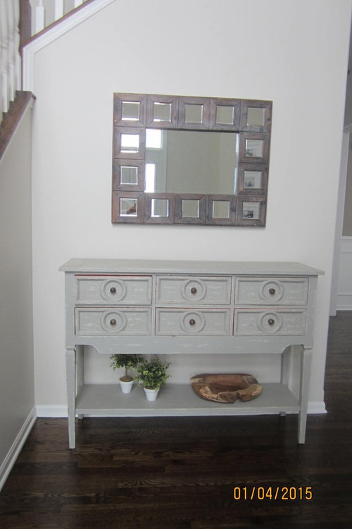 Need help decorating my entryway table.