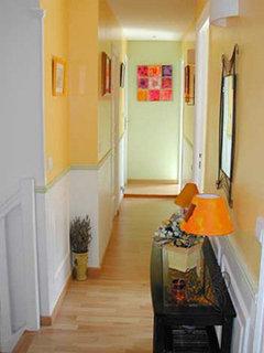 comment peindre ce couloir sombre. Black Bedroom Furniture Sets. Home Design Ideas