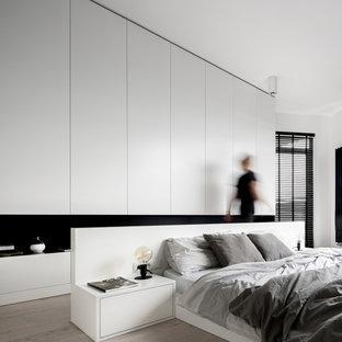 他の地域のモダンスタイルのおしゃれな主寝室 (白い天井) のインテリア