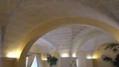 Illuminazione salotto soffitto a volta