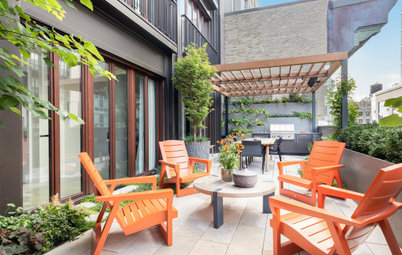 Patio of the Week: Lush Living Wall for a City Terrace