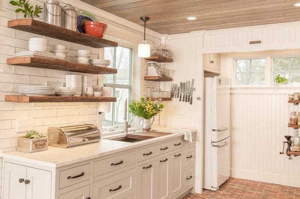 Farmhouse  by Covenant Kitchens & Baths, Inc.