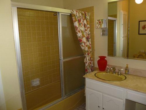 Paint/decor ideas for harvest gold bathroom