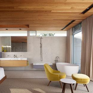 Photo of a midcentury bathroom in Sunshine Coast.