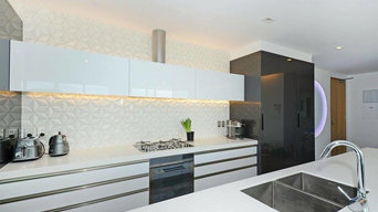 Gloss White Kitchen with Geometric Tiles