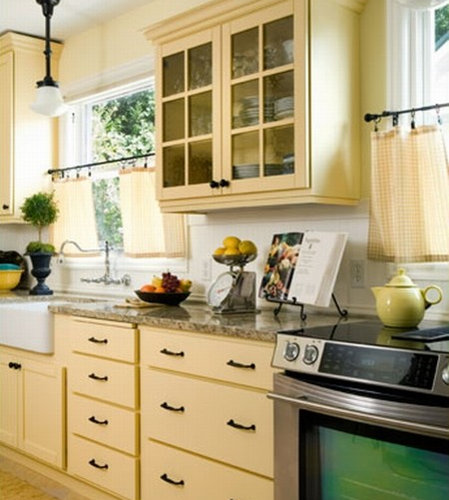 Butter yellow kitchens home design ideas pictures for Buttery yellow kitchen cabinets