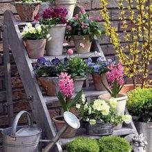 Podemos decorar y embellecer nuestro jardín usando la creatividad.