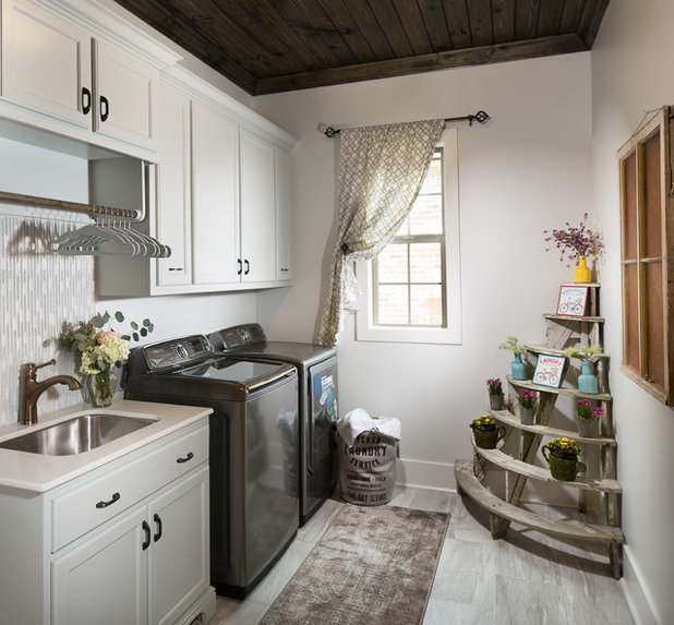 Farmhouse Laundry Room by McLain Homes, LLC