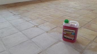 Limpieza de suelo de barro.