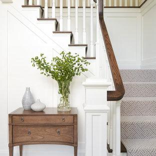 Klassische Treppe mit vertäfelten Wänden in Philadelphia