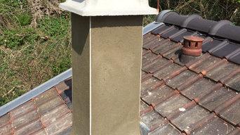 Rénovation d'une souche de cheminée balayée par le vent.