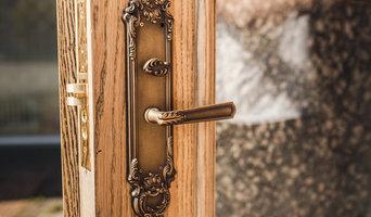 Двери и деревяные понели буазери для магазина
