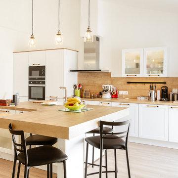 Cuisine blanche et bois style néoclassique