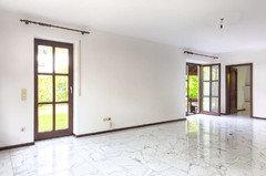 Extrem Wohnzimmer mit Carrara-Marmor: Rausreißen und Parkett legen? IE84