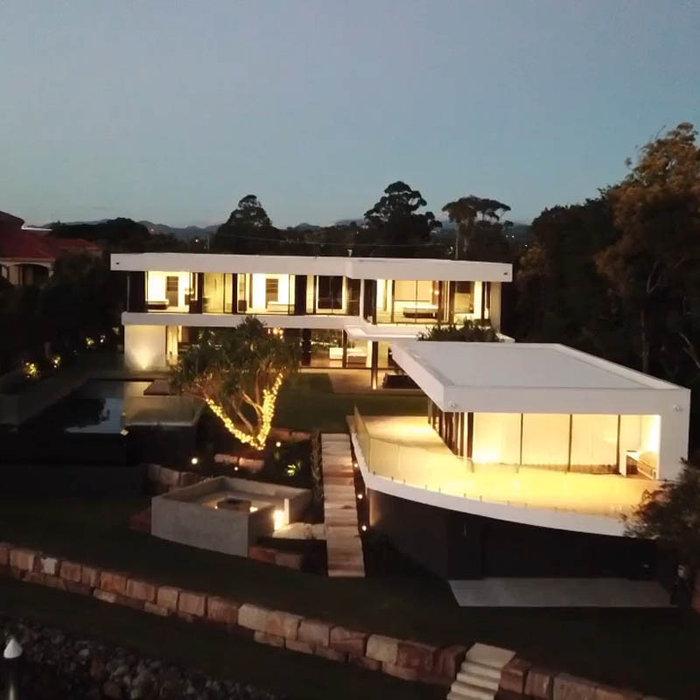 Trendy exterior home photo in Gold Coast - Tweed