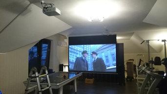 Экран и проектор в спортзале