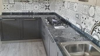 Cucina con top in marmo