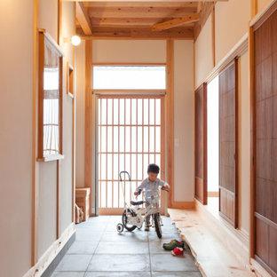 他の地域の引き戸アジアンスタイルのおしゃれな土間玄関の写真