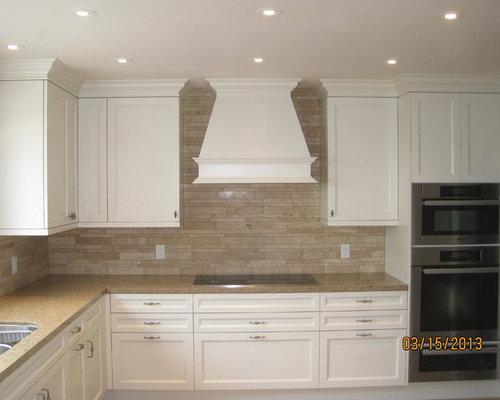 Modern kitchen backsplash and travertine noche tile floor