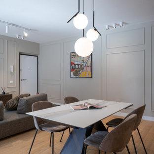 Immagine di una grande sala da pranzo design con parquet chiaro