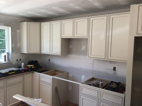 Granite Goes With Off White Cabinets