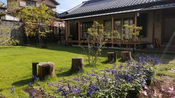 枕木と芝生のお庭