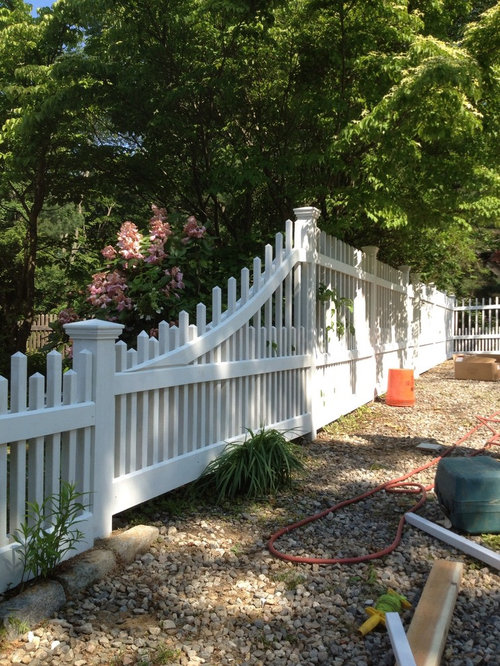 Redding Staggered Victorian Cedar Picket Fence And Gates