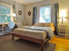 & 7 Tips for Placing a Bed in Front of a Window Pezcame.Com