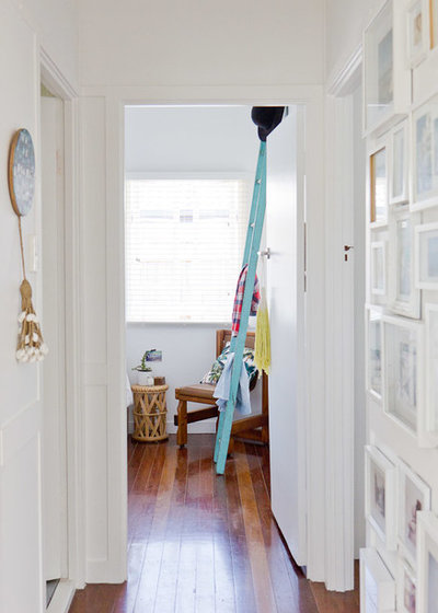 Beach Style Hall by Walk Among The Homes
