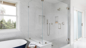 Walk-in shower with porcelain bench