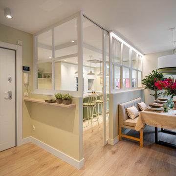 Reforma integral de vivienda en tonos verdes