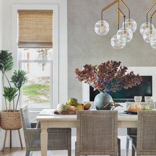 Стильный дизайн: гостиная-столовая в стиле неоклассика (современная классика) с белыми стенами, паркетным полом среднего тона, горизонтальным камином и коричневым полом - последний тренд