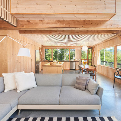 Example of a mountain style home design design in Portland Maine