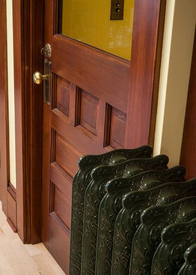 Craftsman  by Craftsman Design and Renovation