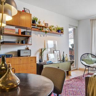 Retro Wohnzimmer mit grüner Wandfarbe in Nürnberg