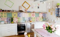 Cerco piastrelle molto colorate per il paraschizzi in cucina ...