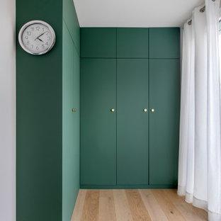 Modernes Ankleidezimmer in Paris