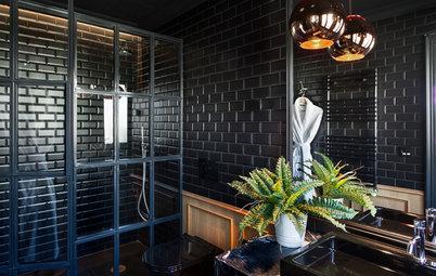 En detalle: El elegante baño en color negro de un enorme ático