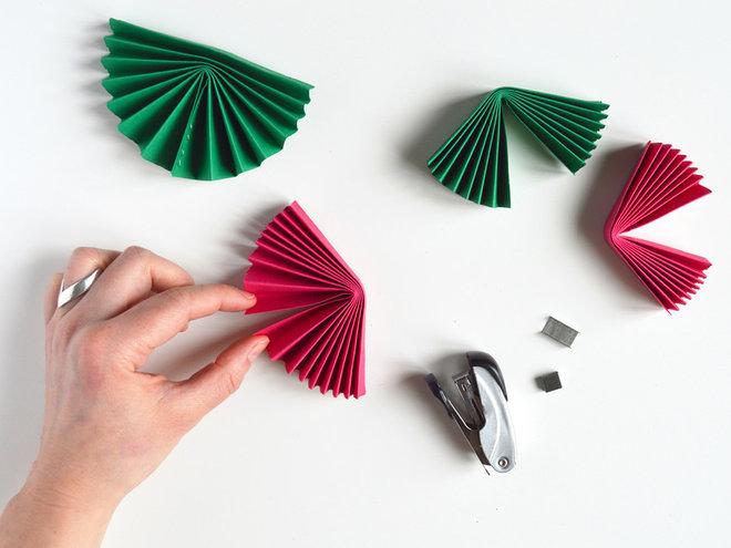 Современный by H. Jourdain, La tête dans les idées